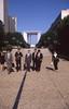 030  La Défense, Japanse zakenlieden op Esplanade