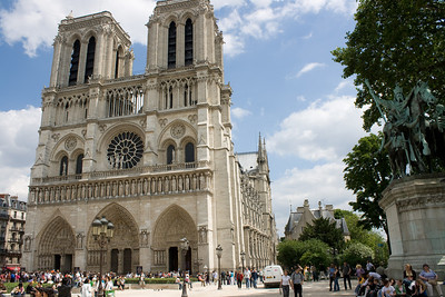 Notre Dame and Charlemage's stature