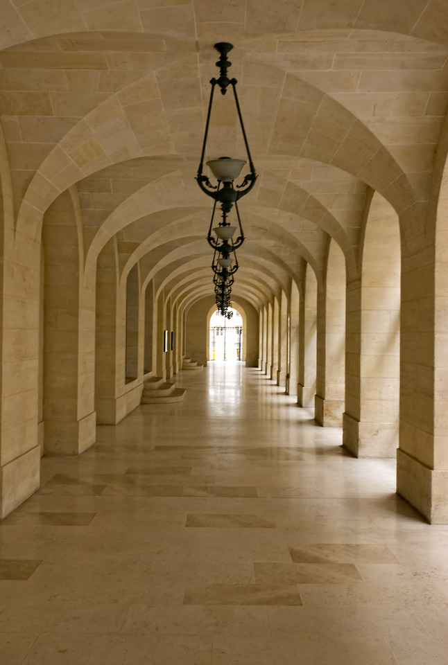 Another wonderfully symetrical hallway from any number of buildings in Paris.
