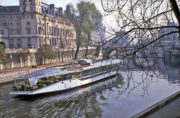 Bateau mouche Paris France - Oct 1978