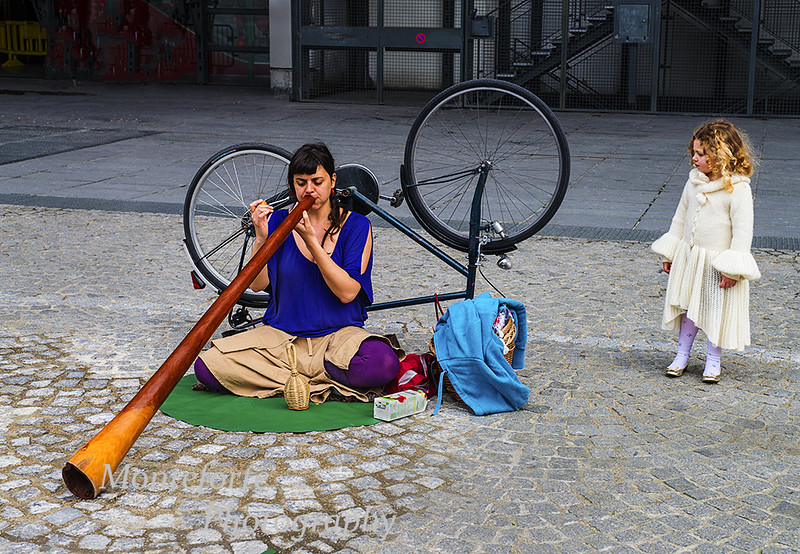 Street musician at Pompidou center