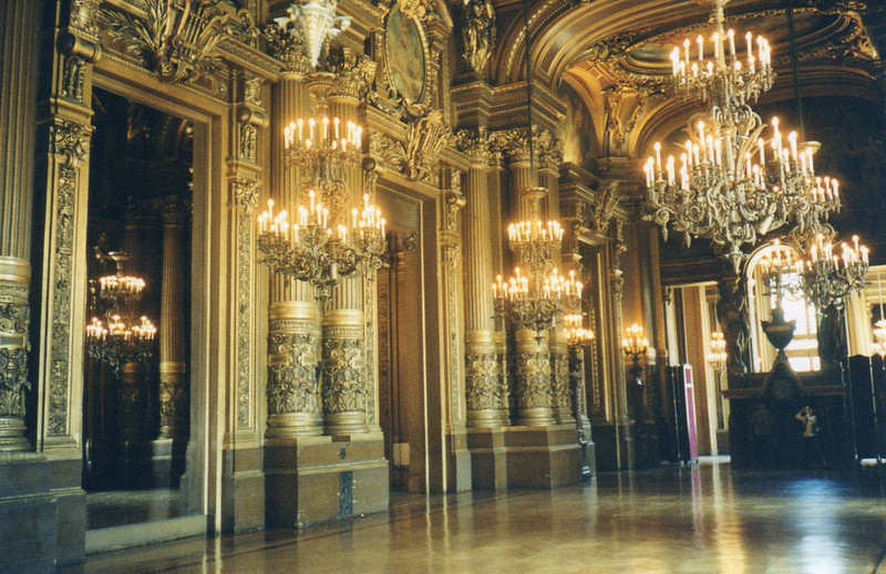 Main hallway upstairs l'Opera Garnier
