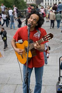 Musician outside the Sacré-Cœur