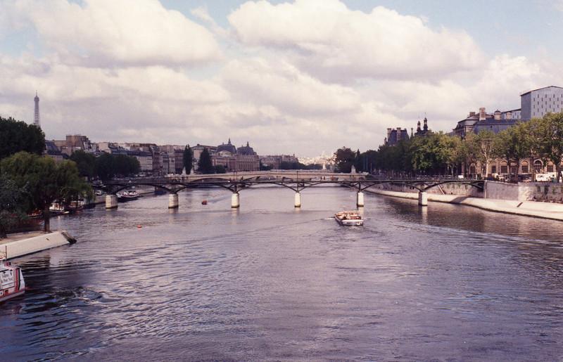 Seine, Pont de Arts, Sq du Verte Gallant (tip of Ile de la Cite) to left, Louvre to the right