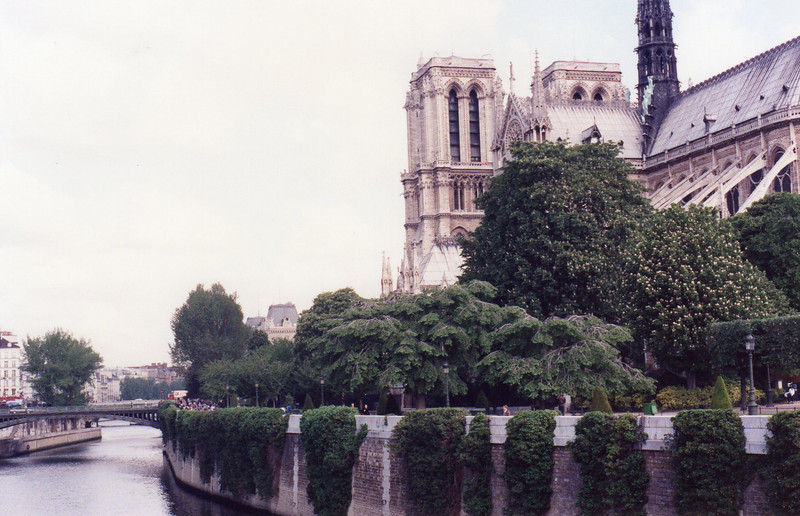 Notre Dame, Ile de la Cite, from Pont (bridge) de Sully