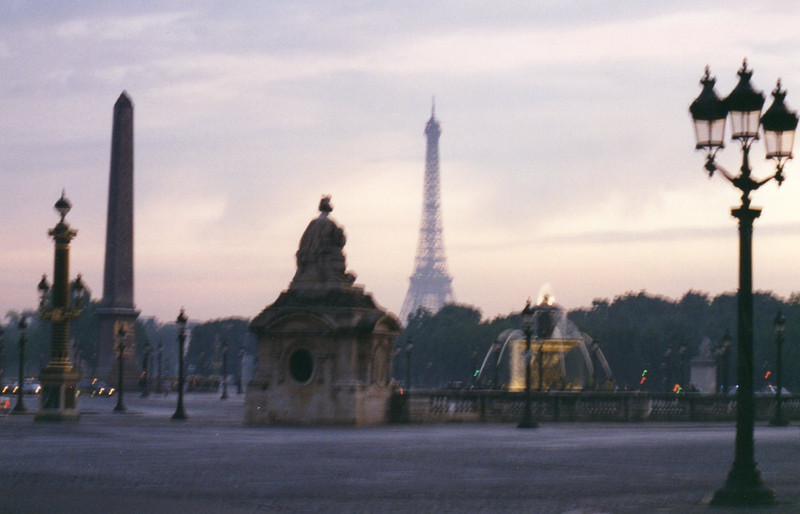 Place de la Concorde at dusk (sans tripod)