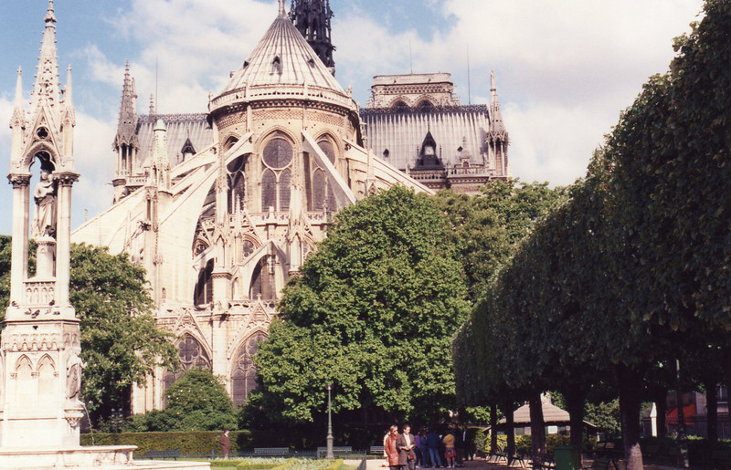Notre Dame, park behind the cathedral
