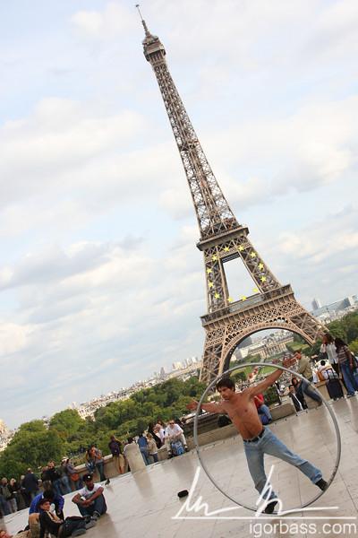 Eiffel Tower Performer (Paris, FR)