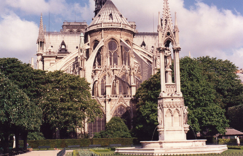 Notre Dame and park with fountain.