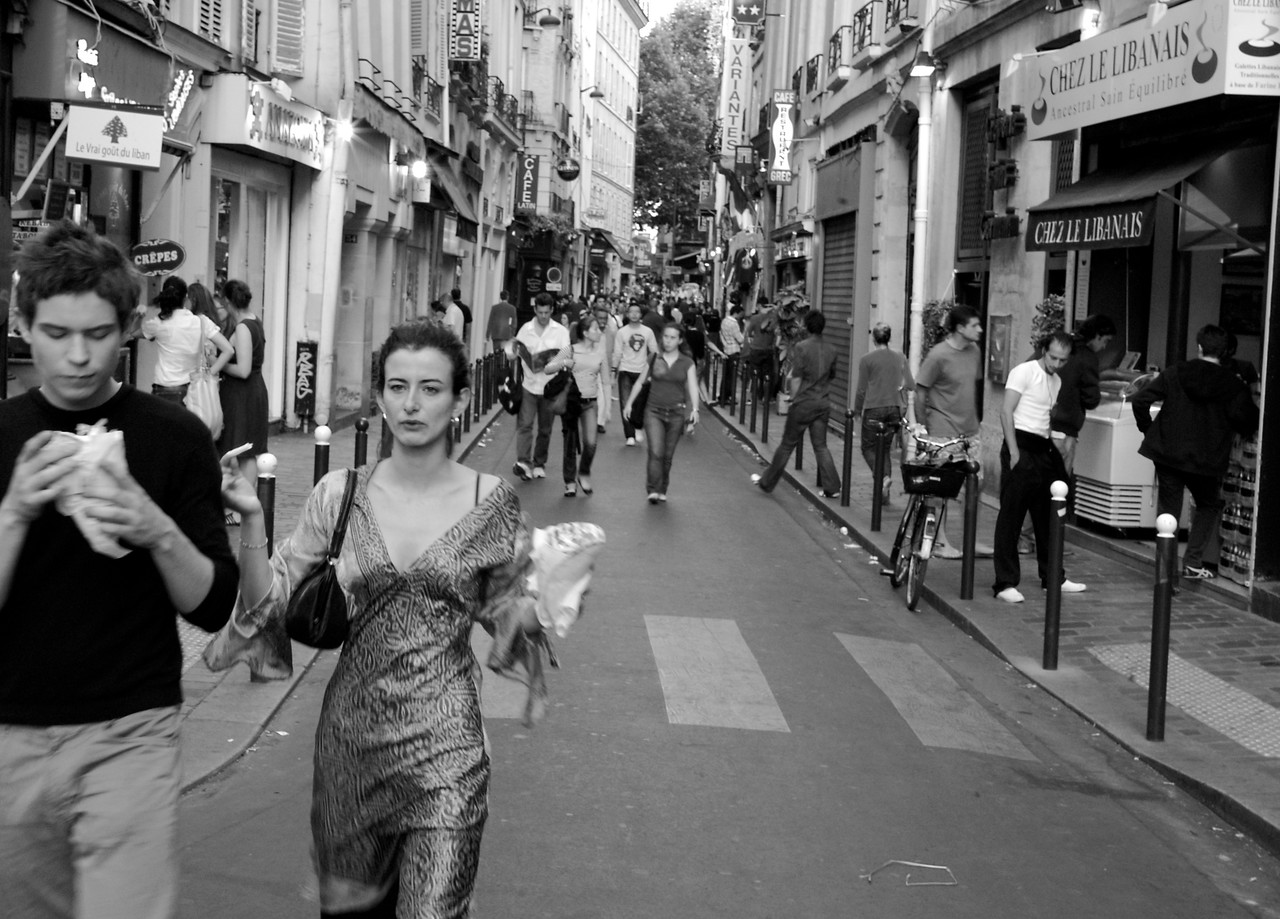 Walking the Latin quarter with diner in hand.