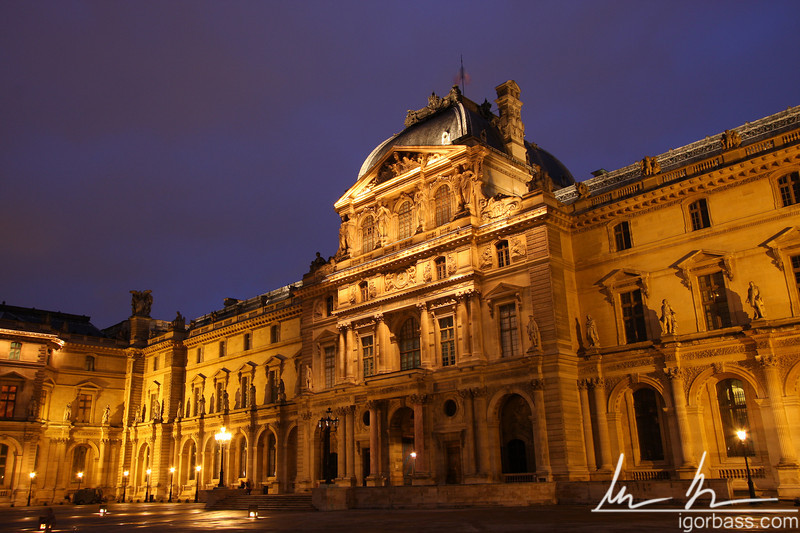 Nighttime Louvre (Paris, FR)