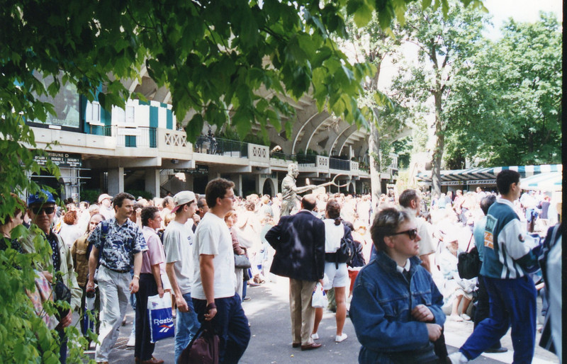 French Open '95: Outside between Court Central (center) and Court 1 (to the right, not seen).