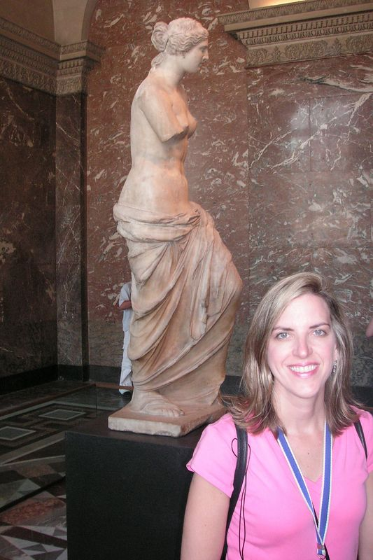 Elizabeth with the Venus di Milo