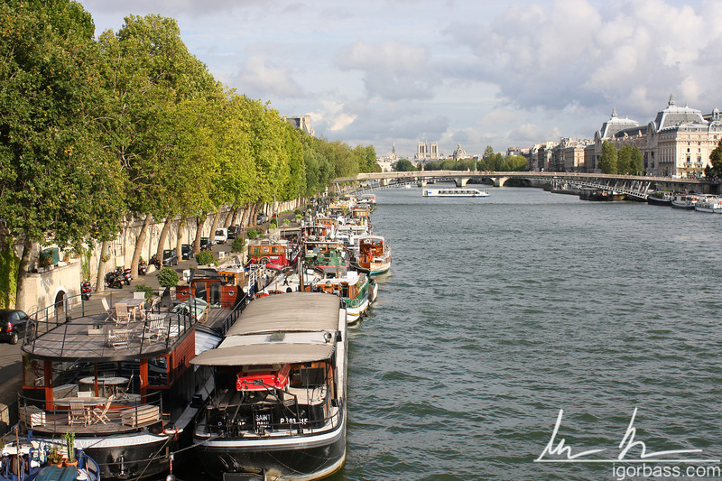 Double Parked Boats on Seine (Paris, FR)