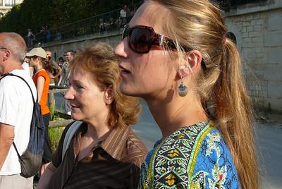 Jardin des Tuileries, Gabriella with Anna