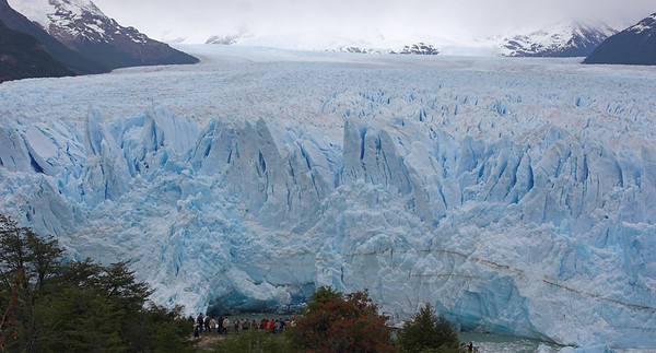 Moreno glacier and the viewing platforms on the shore of Lago Argentino