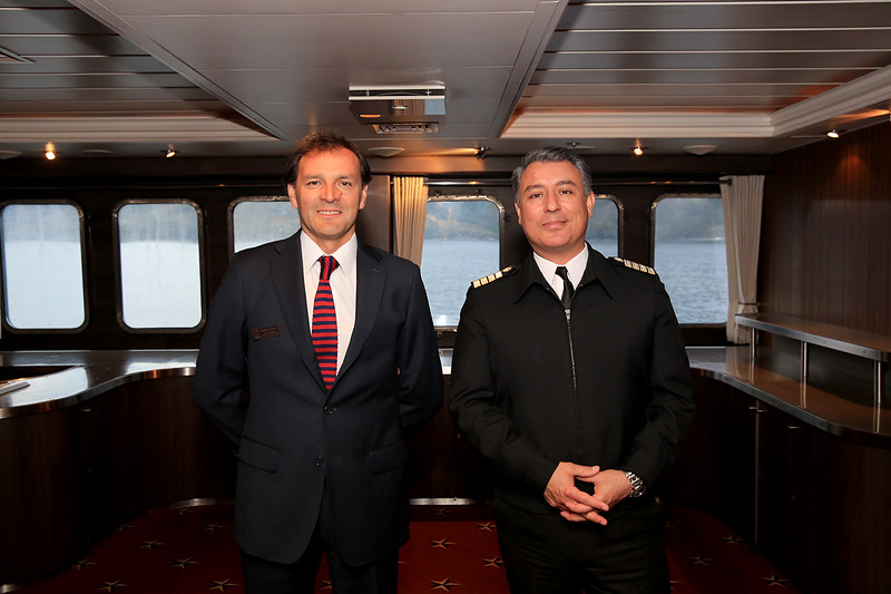 Mauricio and the Captain of the Stella Australis take time out for a photo shoot.