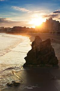 Grande plage au lever du soleil