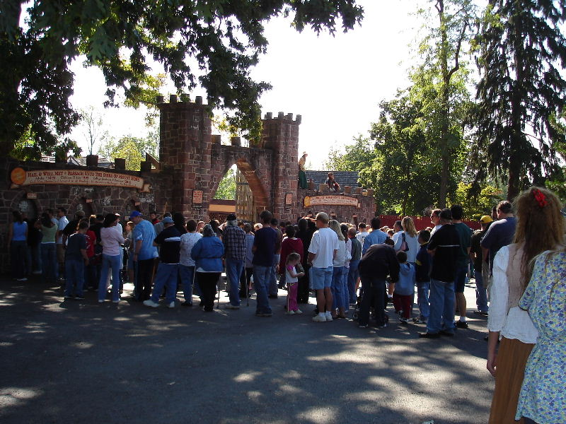 Welcome to the PA Renaissance Faire.  Lines to buy tickets.