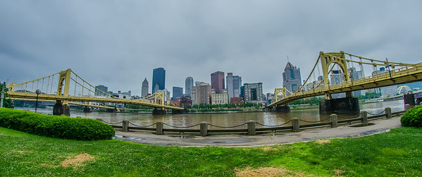 pittsburgh pa skyline on cloudy day