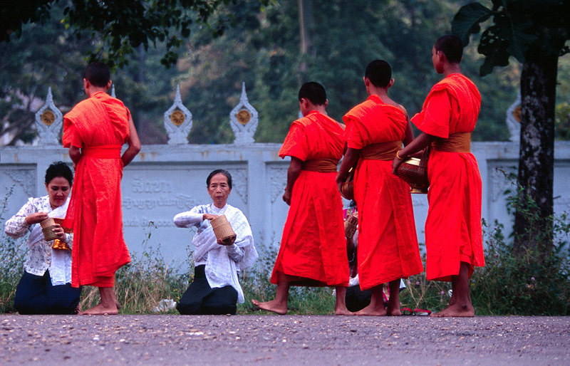 Morning Offering, Pakse<br /> (Lao, 2004)