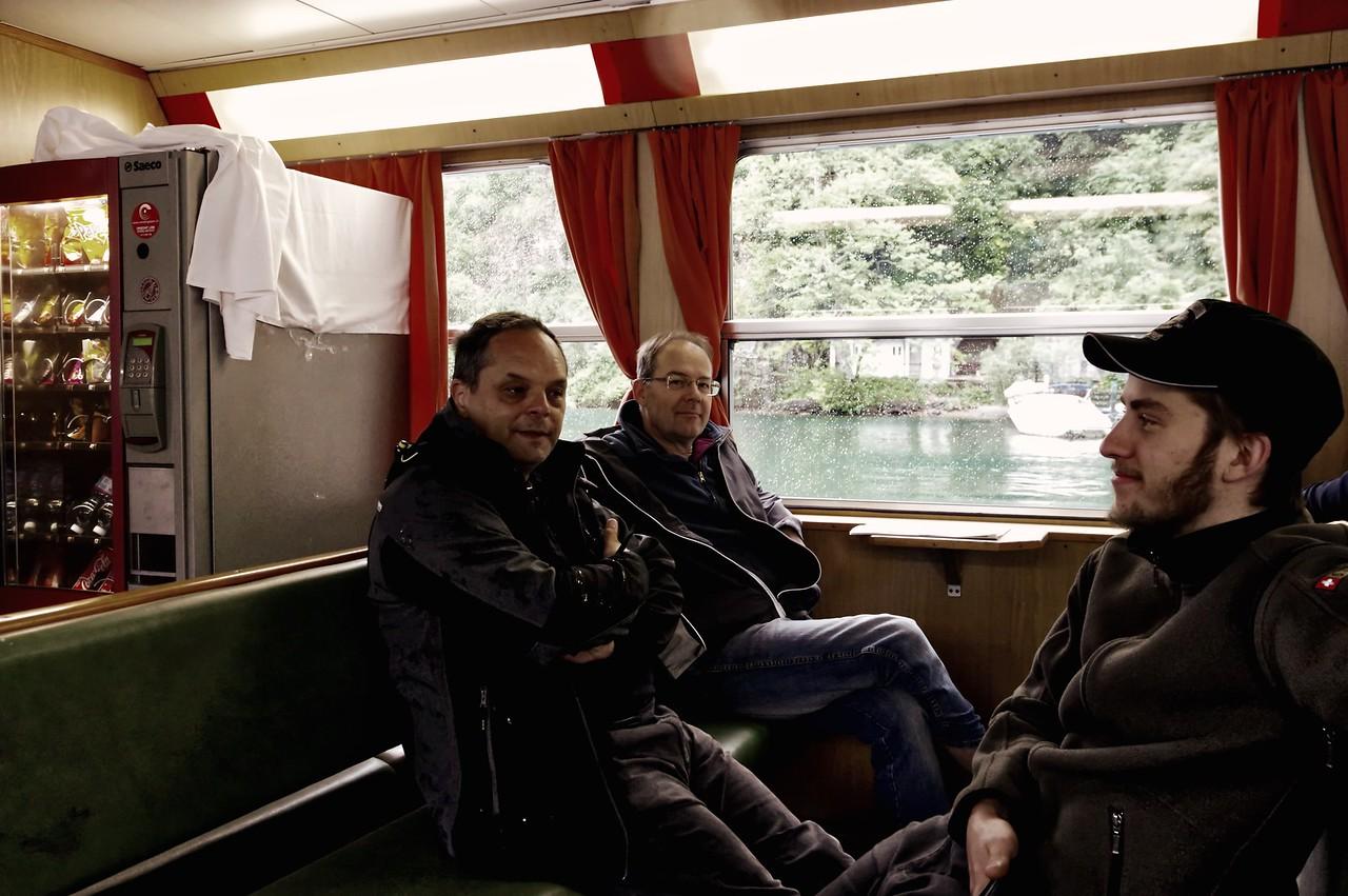 2 pères + 2 fils = 4 motos au Tessin lors du week-end de l'Ascension 2015  Vendredi 15 mai 2015, la pluie n'entame pas la bonne humeur…
