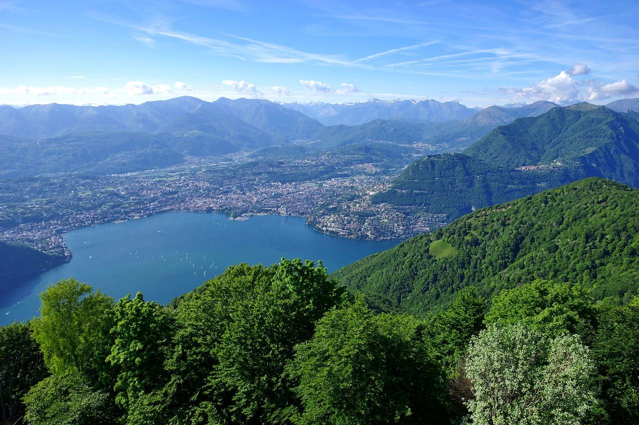 2 pères + 2 fils = 4 motos au Tessin lors du week-end de l'Ascension 2015  Samedi 16 mai, fin de journée magnifique sur le lac de Lugano depuis le Balcon Italia