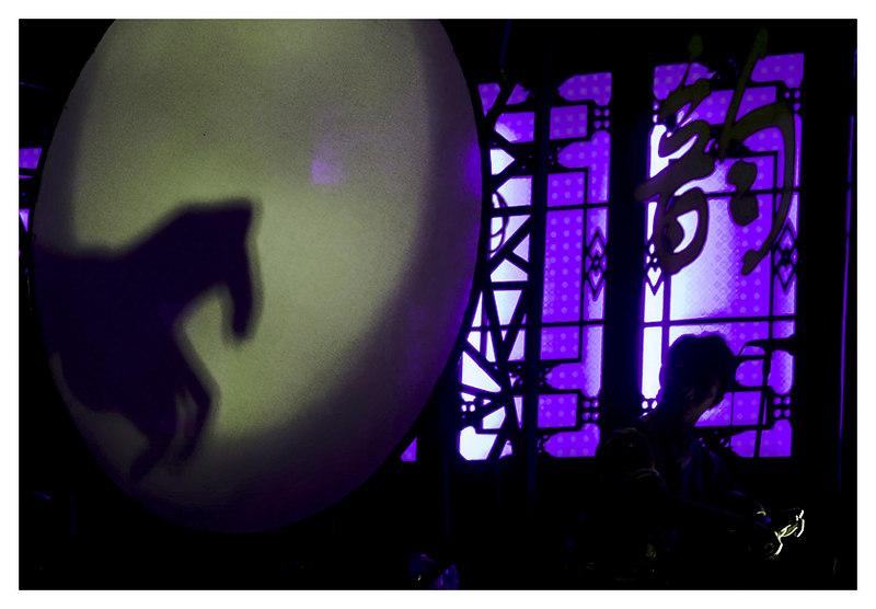 Hand Horse - performance artist - sichuan opera, chengdu - china
