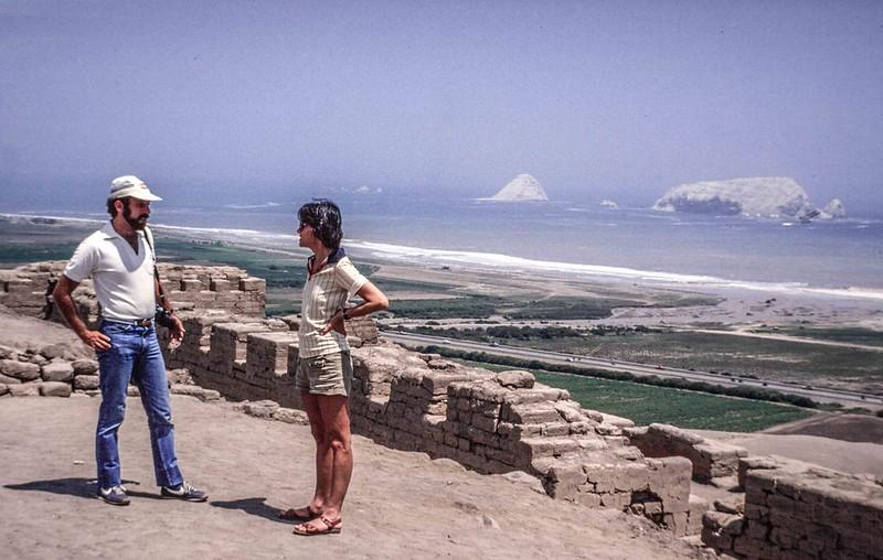 Above Bahia Blanca, south of Lima. Eduardo Machtus, Warner Manager on left.