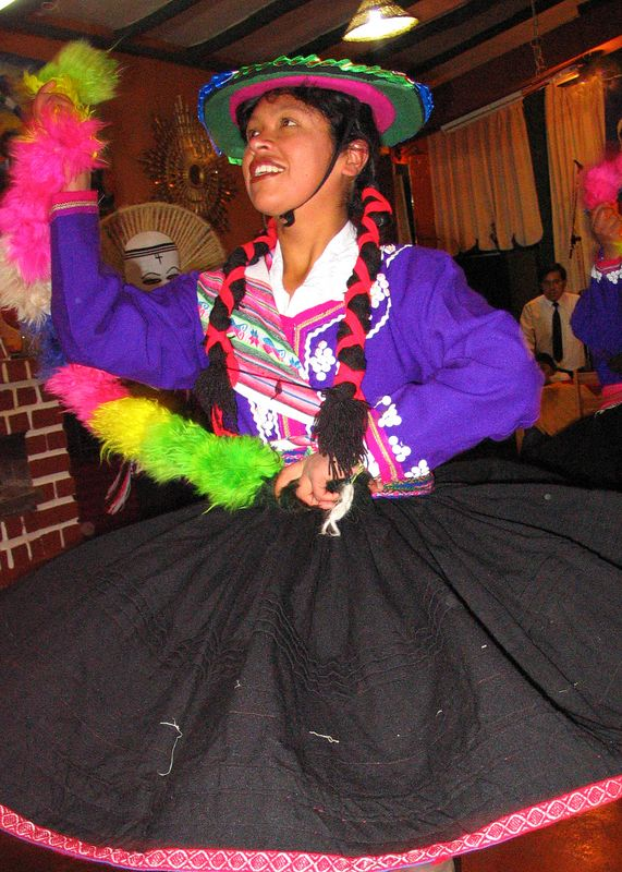 Cuzco restaurant dancer