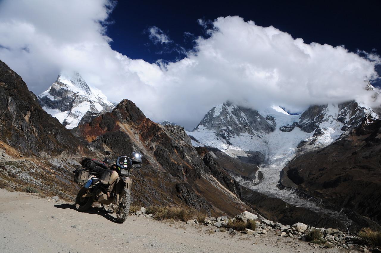 Quebrada Llanganuco.  Yanama - Yungay Road.  Cordillera Blanca, Peru.