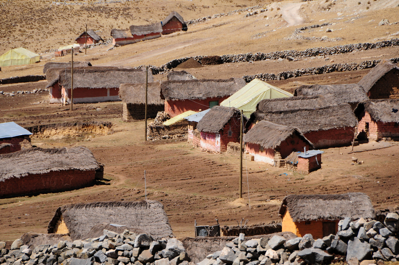 Tiny hamlet along the Paccaritambo - Santo Tomas Road. Peru