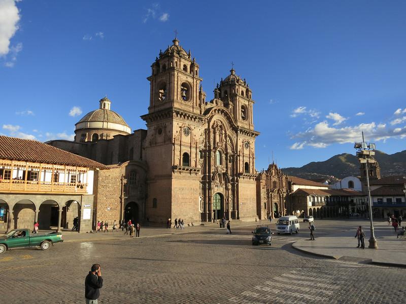 Another shot of Starbucks (Left, second floor wooden balcony) and the Church of la Compañía de Jesus