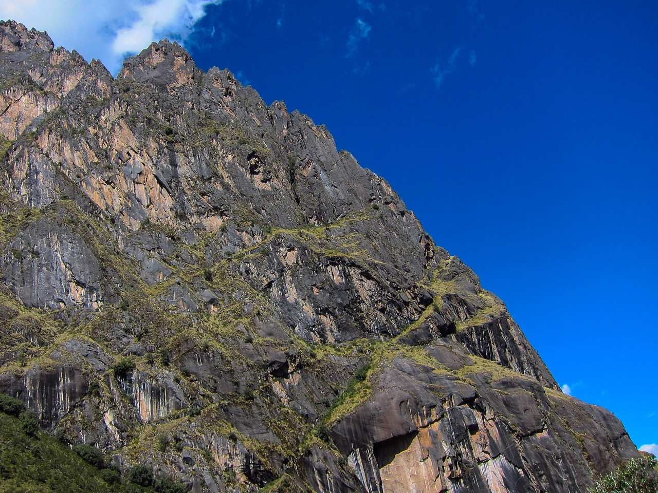 Glaciers carved the mountains in the Pumahuanca Valley