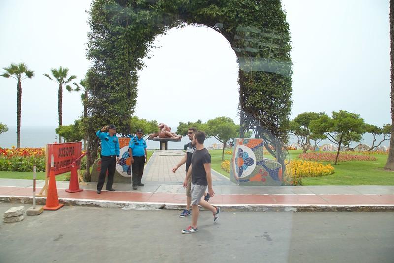 Miraflores: Parque del Amor: toward ocean and statue