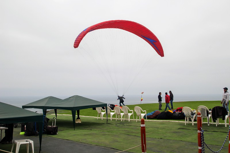 Hang gliding school on the Lima coast