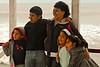 Mother and her children at the pier of Huanchaco.<br /> <br /> Madre y sus hijos en el muelle de Huanchaco.<br /> <br /> Moeder met haar kinderen op de pier van Huanchaco<br /> <br /> Mère et ses enfants sur la jetée de Huanchaco.