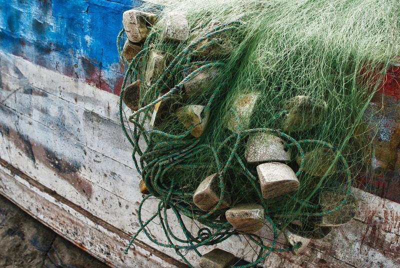 Detalle de un barco pesquero y unas redes de pesca.<br /> <br /> Playa - Pimentel - Lambayeque - Perú