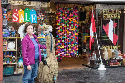 Maggie and I had a couple of days in Lima enjoying the colour and local art and crafts.
