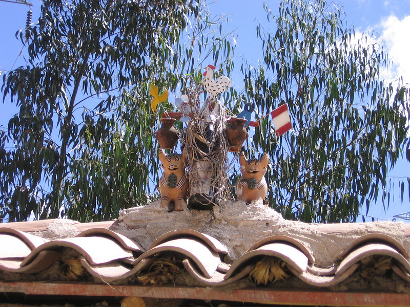 Many of the houses had these little clay bull figures on the rooftops.  They apparently represent prosperity and fertility.