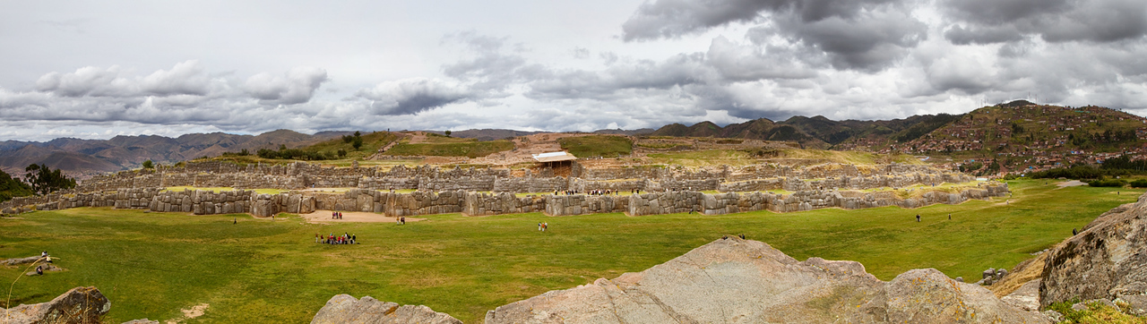 Panoramic view of Sacsayhuamán ruins.