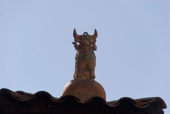 Incan rooftop decoration