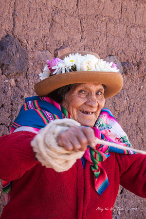 Pisac 4021<br /> Lady spinning wool in Pisac.