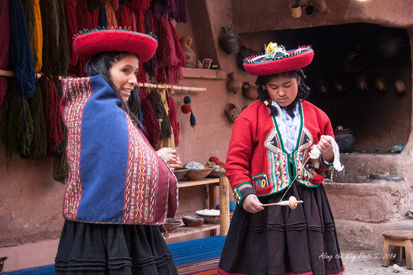 Chinchero 4126<br /> Spinning wool at the weaving cooperative in Chinchero.