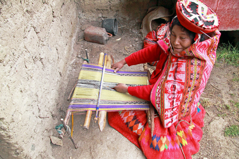 Willoc 4650<br /> Lady weaving at her home in Willoc. Materials will be sold to stores in town or street venders.