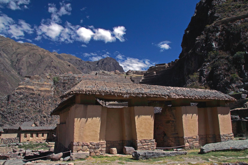 Ollantaytambo 4376<br /> Buildings at the bottom of the Fortress.