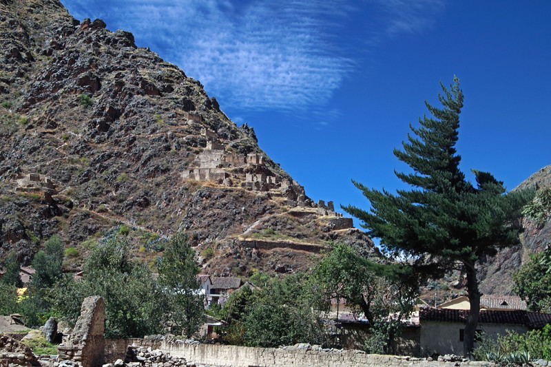 Ollantaytambo 4393<br /> Ruins across from the farming terraces and Temple of the sun at Ollantaytambo.