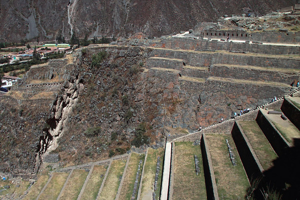Ollantantaytambo 4361<br /> Farming terraces and the Grainery at Ollantantaytambo.