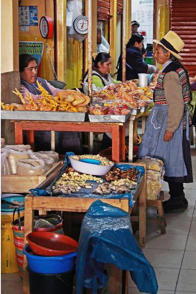 Ollantaytambo 4300<br /> Local shopping at Ollantatambo Market
