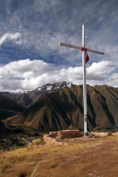 Urubamba 4445<br /> Cross on the hill above the Urubamba Valley